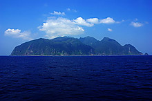420pxwhole_view_of_mikurajima